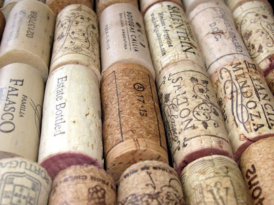 DIY Wine Corkboard