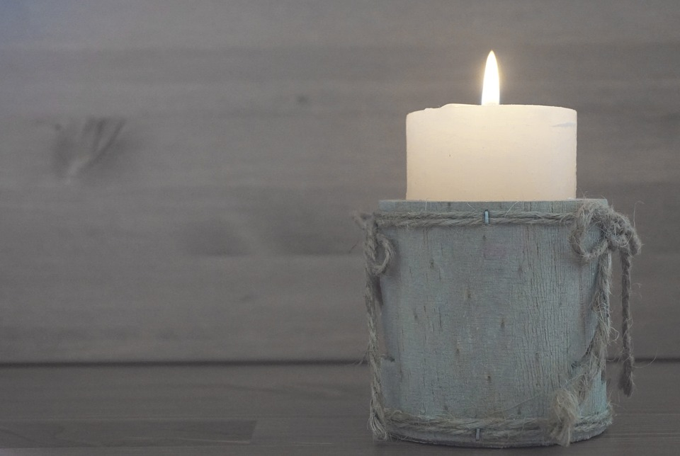 Toxic Candles and How To Replace Them With Natural Alternatives
